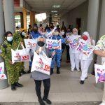 CEO DAG, Das Abdul Cucuk Vaksin Petugas dan Frontliner PPV dapat hadiah Bantal DAG